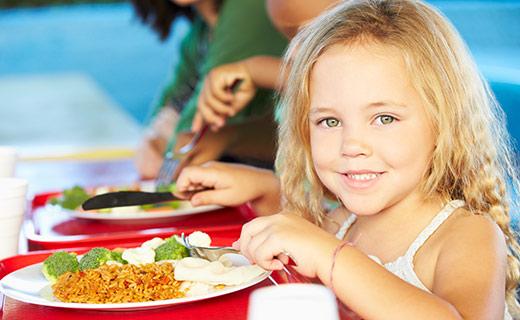 Adoria - Cantine : Les enjeux de la restauration scolaire